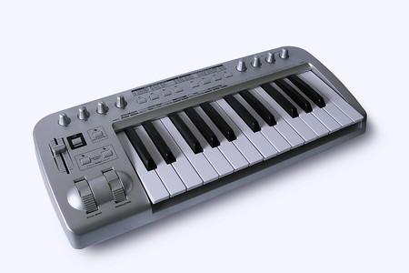 DTM初心者必見!DTMを始める上で必要な5つの機材!_MIDI_keyboard